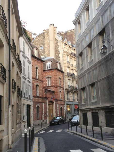 The quiet, winding street near Notre Dame
