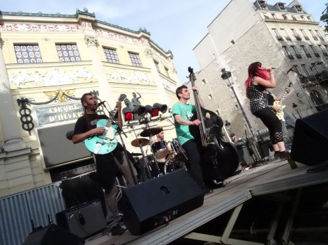 6:00 p.m.: A punk band kicks things up in front of the Cirque d'Hiver