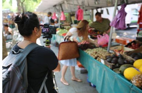 Vân Nguyen of Nomadic Frames filming me in a Paris street market. ©2015 Nomadic Frames